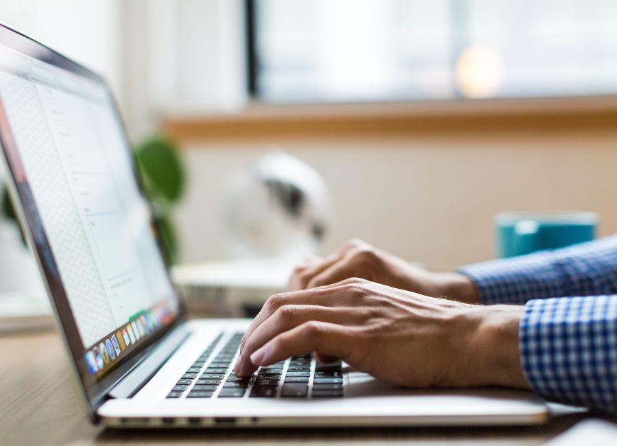 digital Computer Hände Laptop