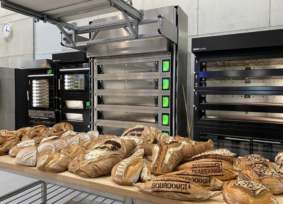 Echte Praxis zum Anfassen: Bei der MIWE expo findet Live Baking auf dem kompletten MIWE Produktportfolio statt