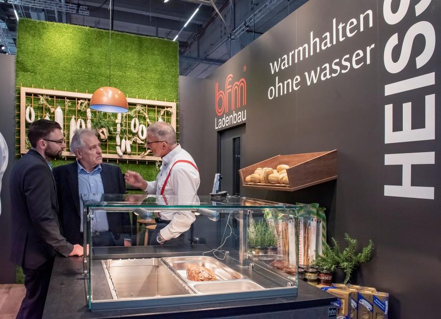 IFFA Messe Frankfurt Stand Gespräch Besucher